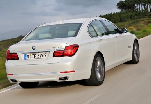 BMW Seria 7 F01 F02 II sedan biały tylny prawy
