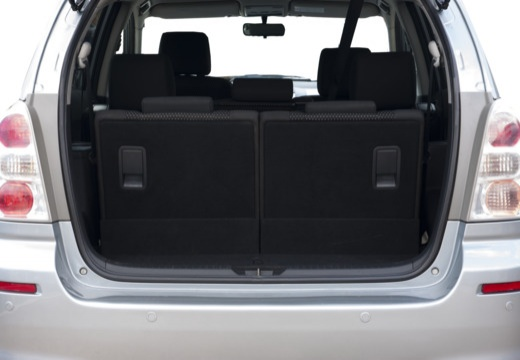 Toyota Corolla Verso III kombi mpv silver grey przestrzeń załadunkowa
