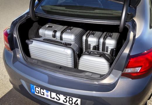 OPEL Astra IV sedan przestrzeń załadunkowa