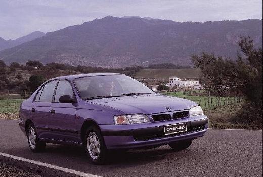 Toyota Carina E sedan niebieski jasny przedni prawy