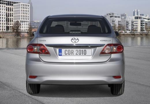 Toyota Corolla II sedan silver grey tylny