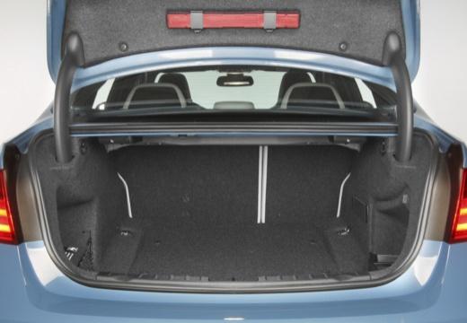 BMW Seria 3 F30 sedan przestrzeń załadunkowa