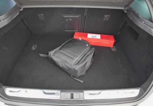 CITROEN DS5 hatchback silver grey przestrzeń załadunkowa