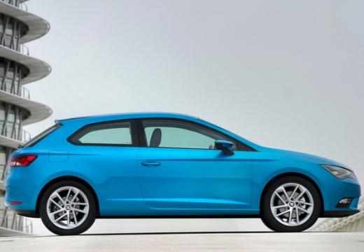 SEAT Leon IV hatchback niebieski jasny boczny prawy