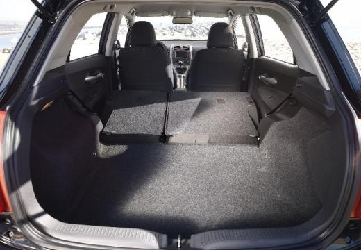 Toyota Auris I hatchback przestrzeń załadunkowa