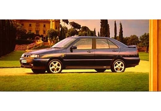 SEAT Toledo I hatchback niebieski jasny przedni lewy