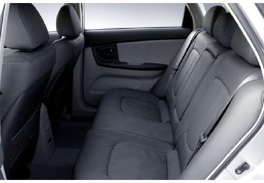 KIA Cerato hatchback silver grey wnętrze