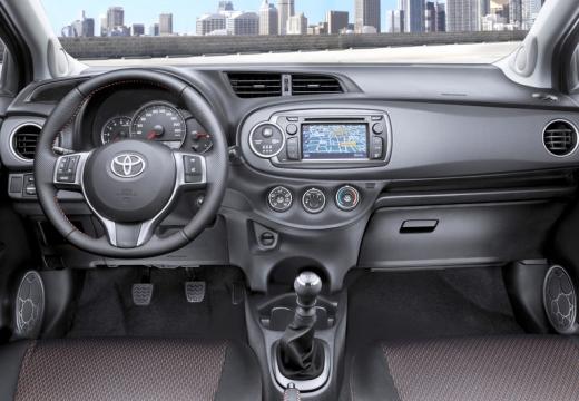 Toyota Yaris V hatchback tablica rozdzielcza