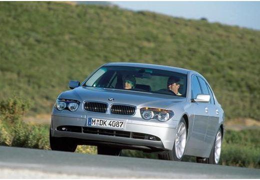 BMW Seria 7 sedan silver grey przedni lewy