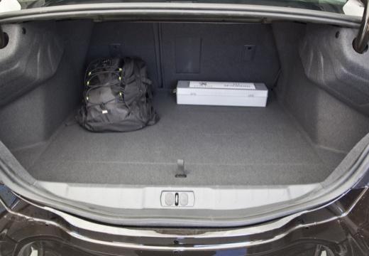 PEUGEOT 508 I sedan przestrzeń załadunkowa