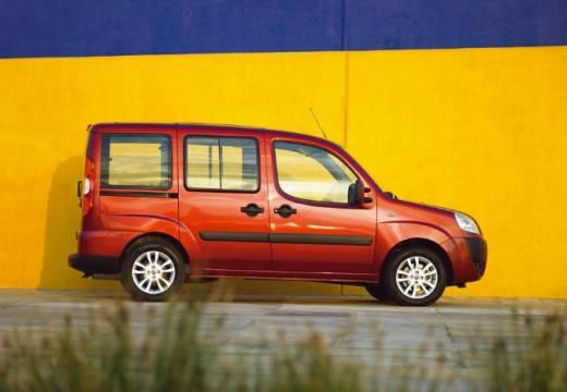 FIAT Doblo II kombi czerwony jasny boczny prawy
