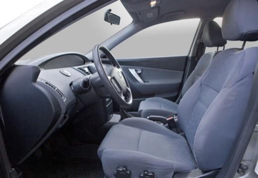 NISSAN Primera V hatchback wnętrze