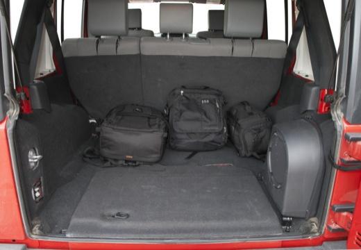 JEEP Wrangler III soft top czerwony jasny przestrzeń załadunkowa