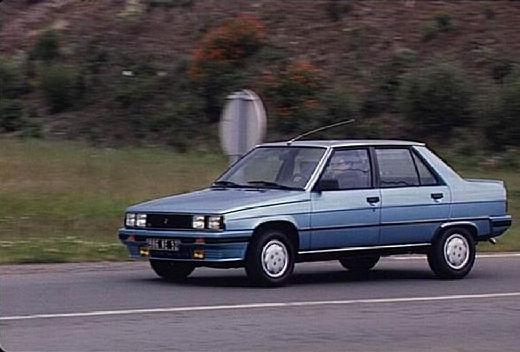 RENAULT R9 sedan niebieski jasny przedni lewy