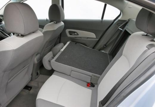 CHEVROLET Cruze I sedan wnętrze