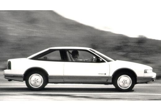 OLDSMOBILE Cutlass Sedan Supreme coupe boczny prawy