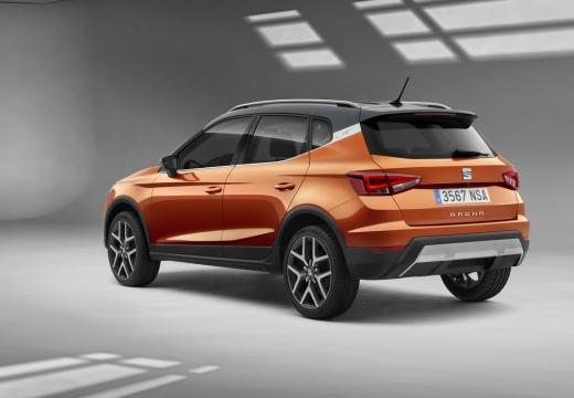 SEAT Arona hatchback pomarańczowy tylny lewy
