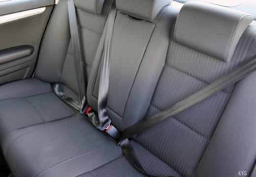 AUDI A4 8E II sedan wnętrze