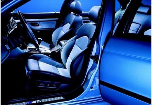 BMW Seria 5 E39 sedan niebieski jasny wnętrze