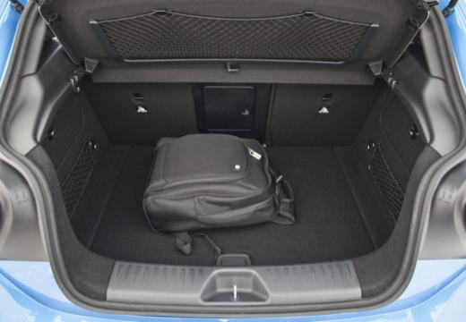 MERCEDES-BENZ Klasa A I hatchback niebieski jasny przestrzeń załadunkowa