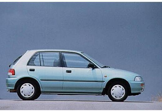 DAIHATSU Charade hatchback niebieski jasny boczny prawy