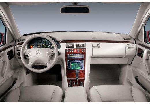 MERCEDES-BENZ Klasa E W 210 II sedan wnętrze