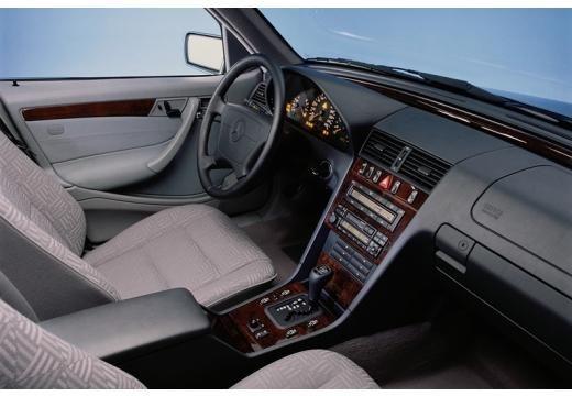 MERCEDES-BENZ Klasa C sedan wnętrze
