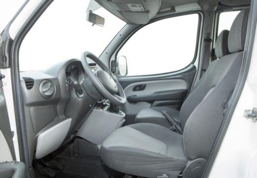 FIAT Doblo II kombi biały wnętrze