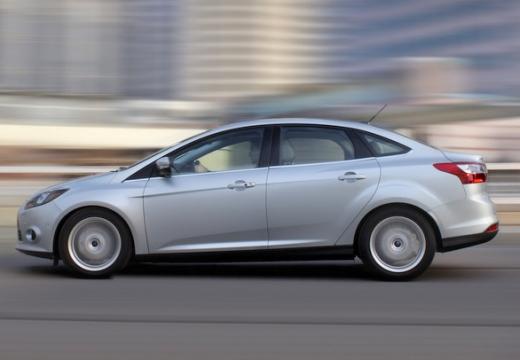 FORD Focus V sedan silver grey boczny lewy