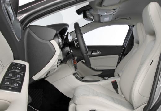 MERCEDES-BENZ Klasa GLA I hatchback wnętrze
