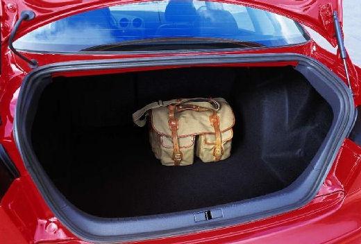 SEAT Cordoba III sedan czerwony jasny przestrzeń załadunkowa