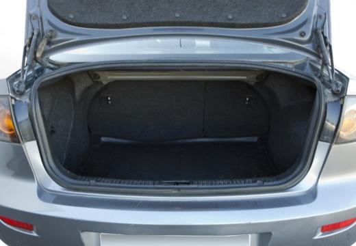 MAZDA 3 I sedan silver grey przestrzeń załadunkowa
