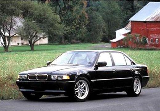 BMW Seria 7 E38 sedan czarny przedni lewy