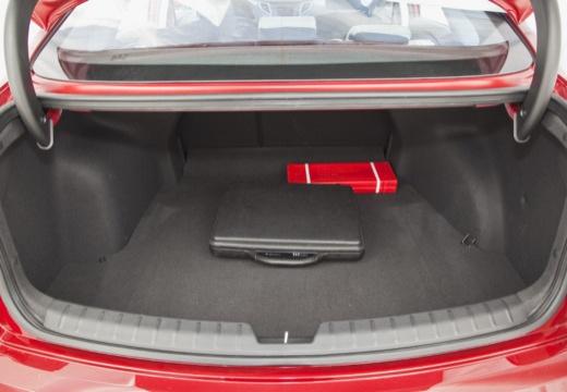 HYUNDAI i40 I sedan czerwony jasny przestrzeń załadunkowa