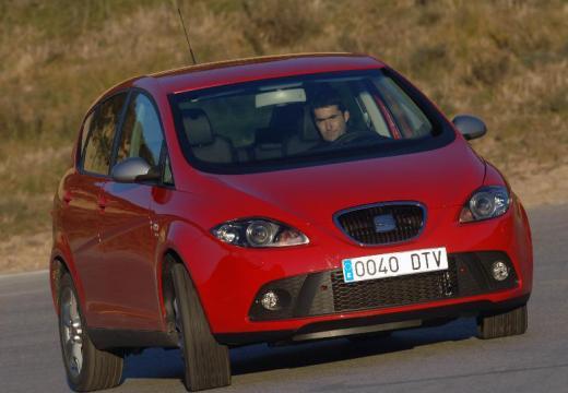 SEAT Altea I hatchback czerwony jasny przedni prawy