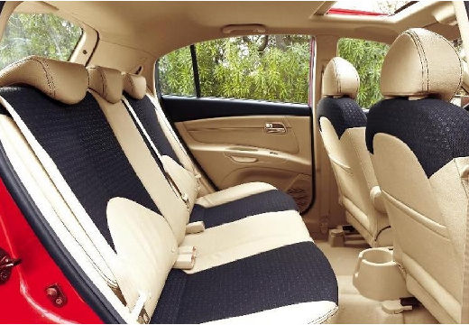 KIA Rio III hatchback czerwony jasny wnętrze