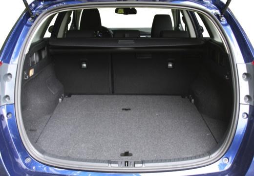 Toyota Auris TS II kombi niebieski jasny przestrzeń załadunkowa
