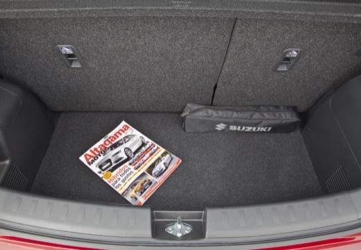 SUZUKI Swift III hatchback czerwony jasny przestrzeń załadunkowa