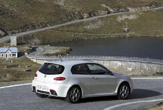 ALFA ROMEO 147 I hatchback biały tylny prawy