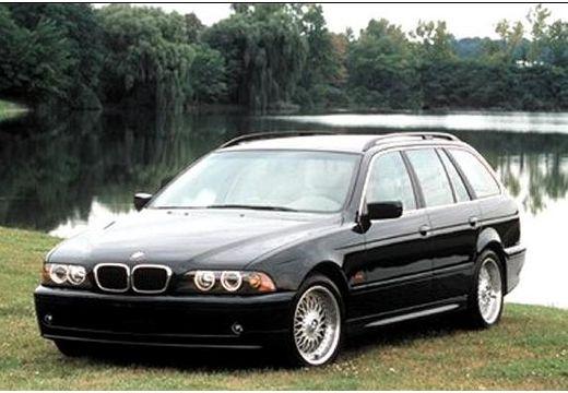BMW Seria 5 kombi czarny przedni lewy