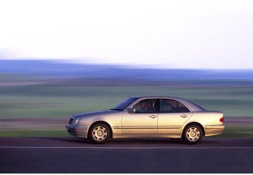MERCEDES-BENZ Klasa E W 210 II sedan silver grey boczny lewy