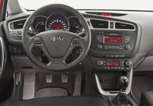 KIA Ceed III hatchback czerwony jasny tablica rozdzielcza