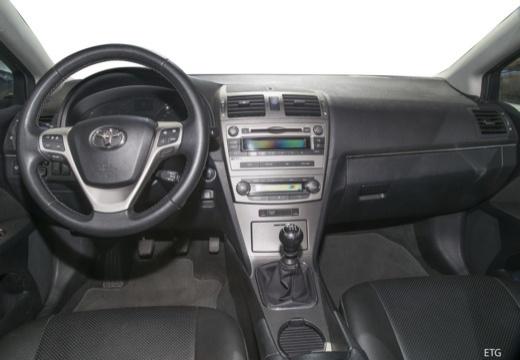 Toyota Avensis V sedan tablica rozdzielcza
