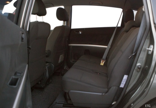 Toyota Corolla Verso II kombi mpv wnętrze