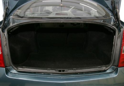 NISSAN Primera IV sedan przestrzeń załadunkowa