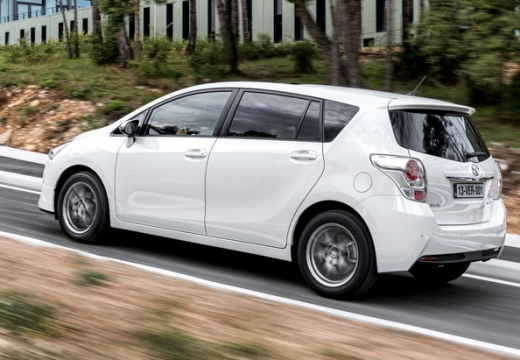 Toyota Verso II kombi mpv biały tylny lewy