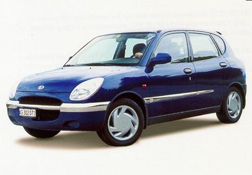 DAIHATSU Sirion hatchback niebieski jasny przedni lewy