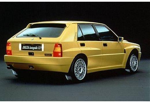 LANCIA Delta hatchback żółty tylny prawy