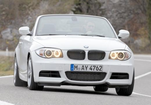 BMW Seria 1 kabriolet biały przedni prawy