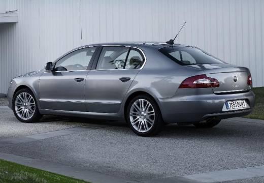 SKODA Superb III hatchback szary ciemny tylny lewy